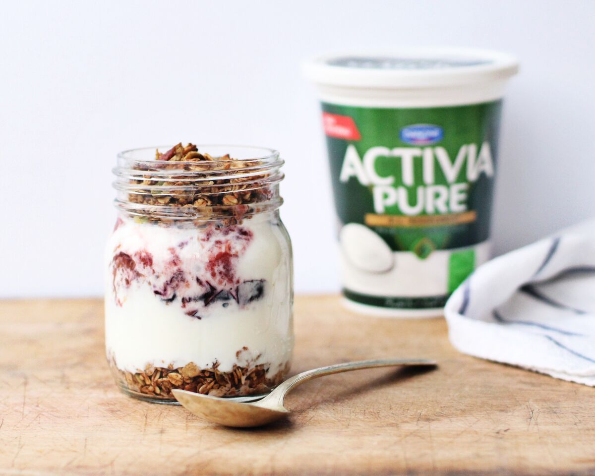 Registered Dietitian Tori Wesszer shows you how to make a fall-inspired Roasted Plum with Cardamom Honey Yogurt Parfait to help you get your morning off to a delicious healthy start!