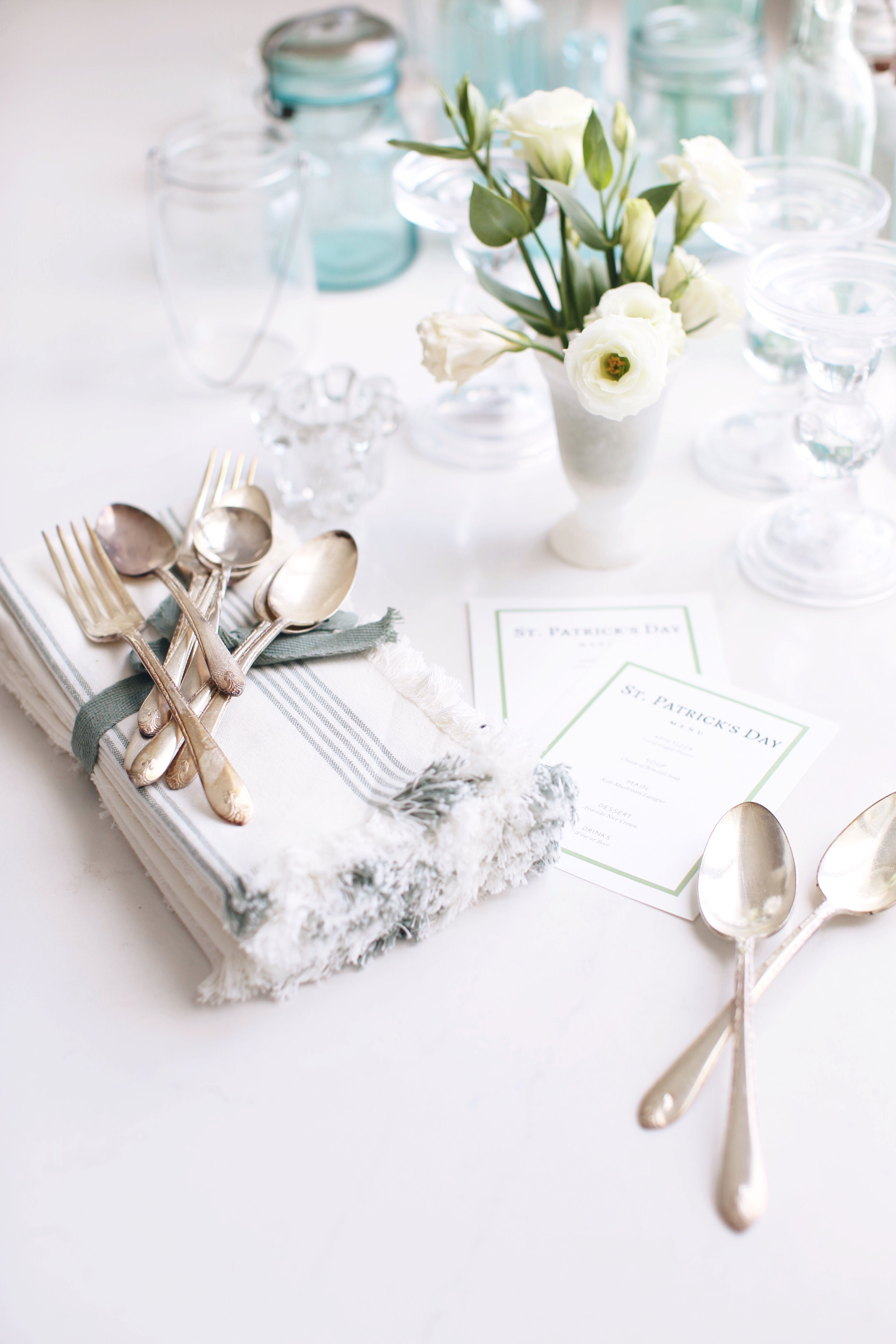 Fraiche Table vintage cutlery with white flowers and vintage candle holders