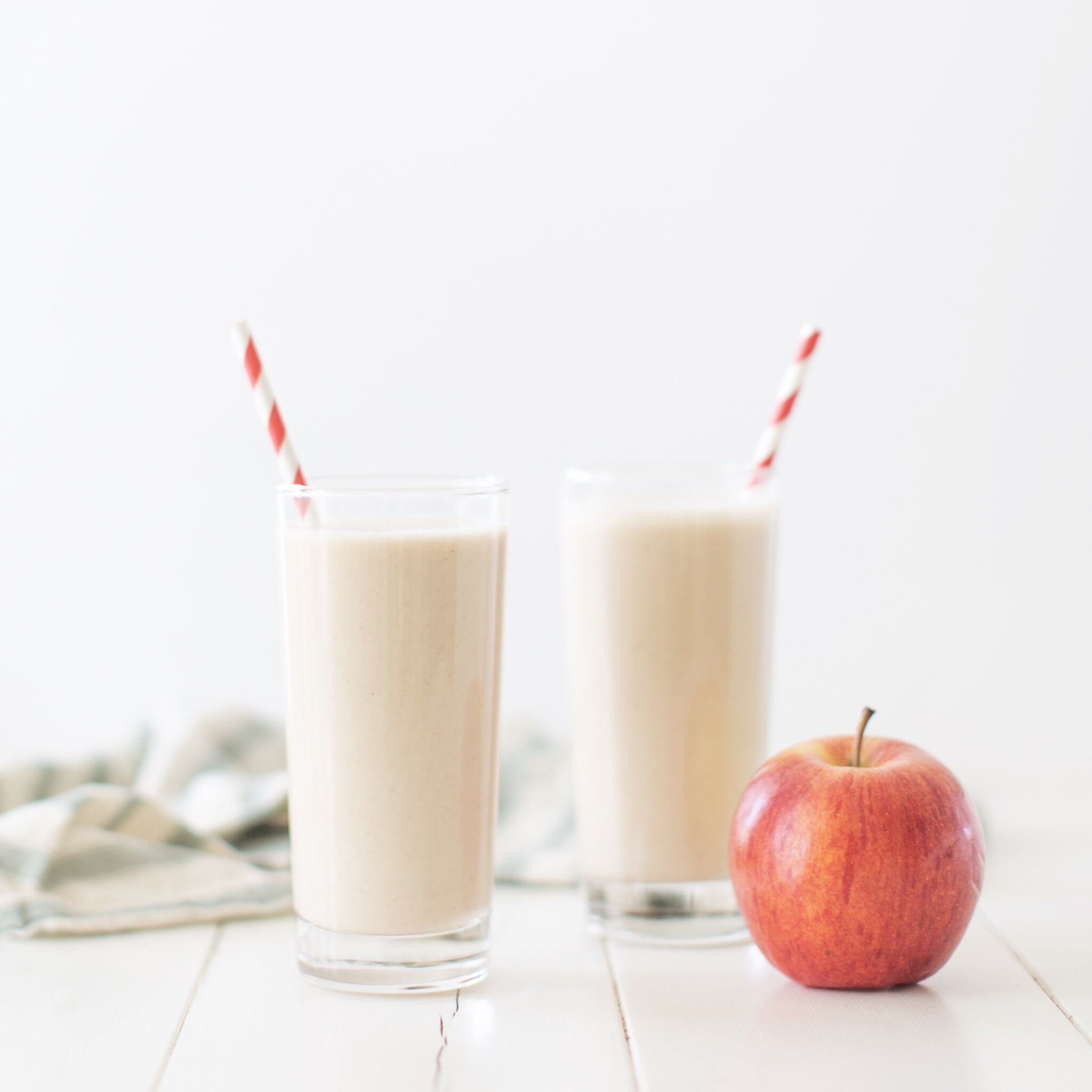 Apple Crisp Smoothie (vegan & GF option)